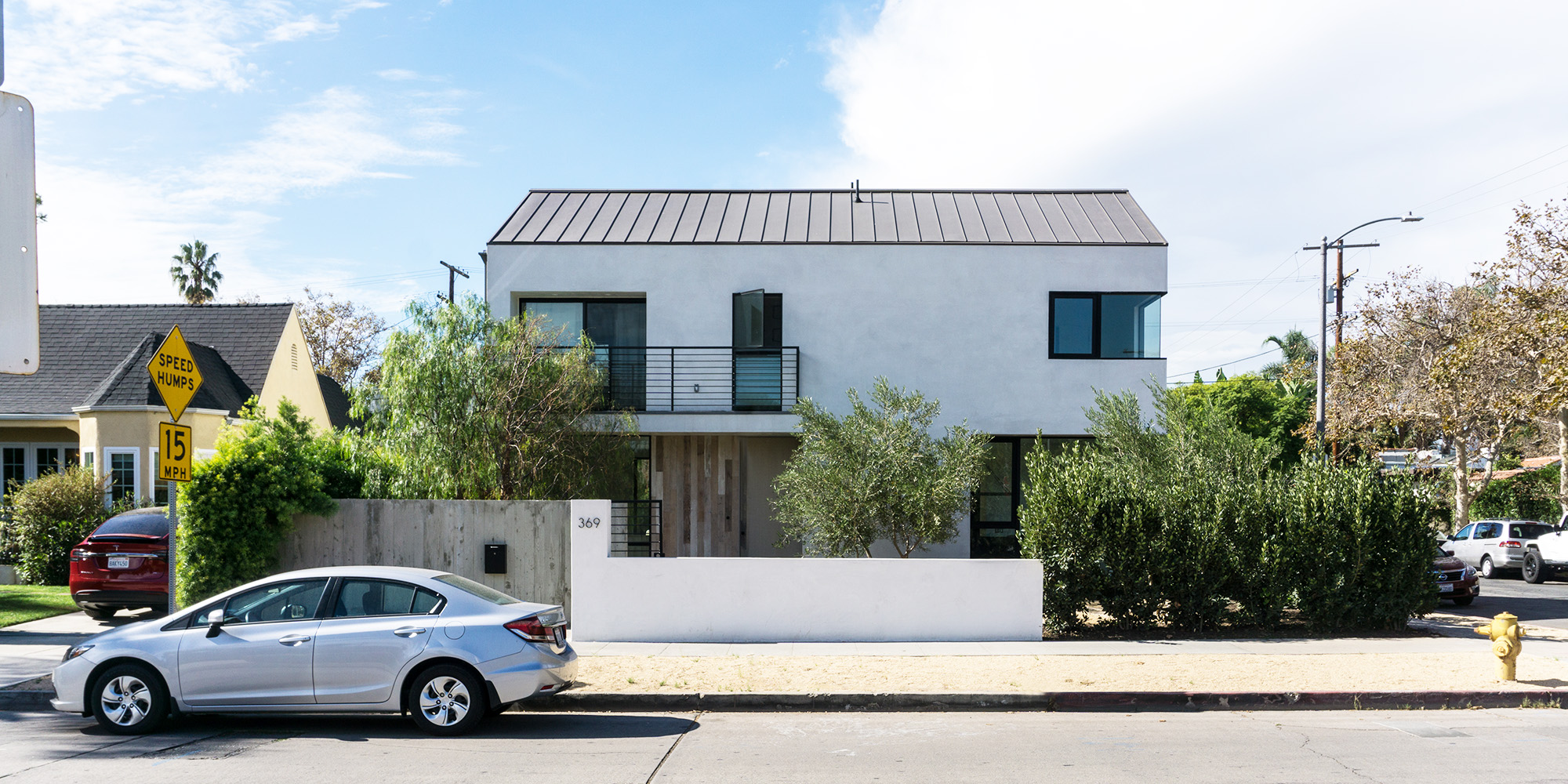 los angeles home modern farmhouse architecture street view